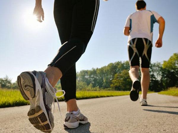 Cách đi bộ giúp giảm đau khớp gối