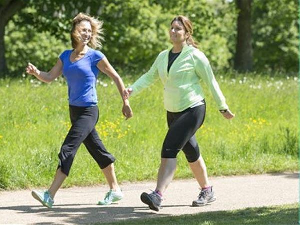 Đi bộ giúp giảm cơ đau do thoái hóa khớp gối